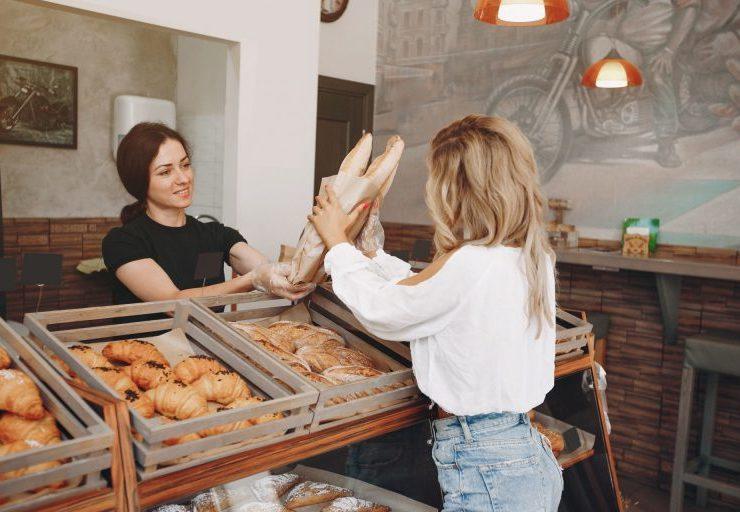 beautiful-girls-buys-buns-at-the-bakery-768x512